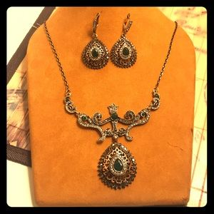 Accessories - Antique looking set of necklace and earrings